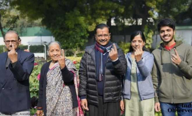 Aravind Kejriwal Voted along with his family