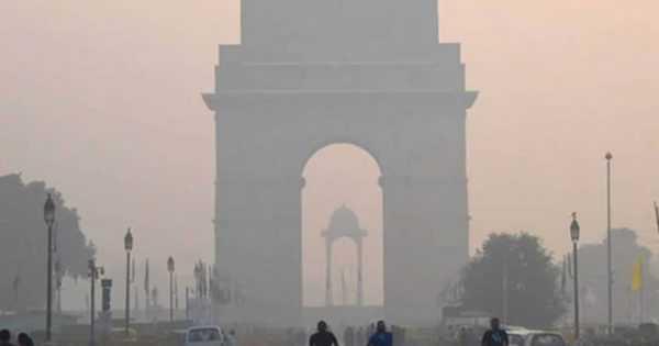 Delhi Gate with air pollution
