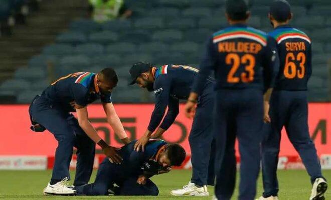 shreyas iyer injures shoulder