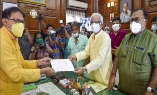 bandyopadhyay resigns, joins team mamata