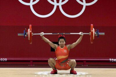 mirabai chanu wins silver in weightlifting